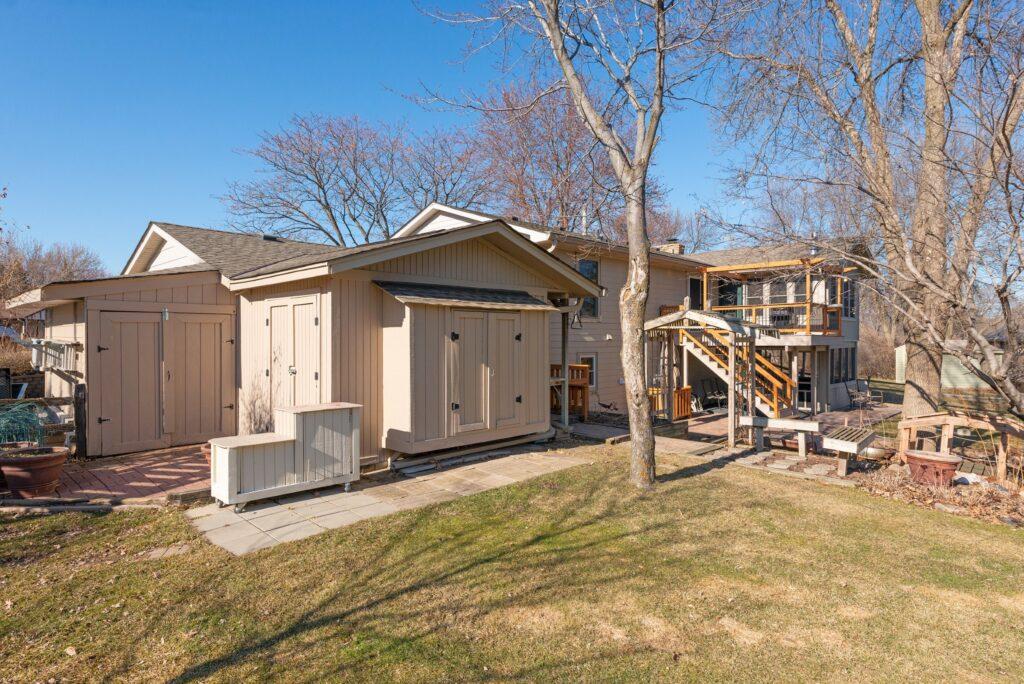 6840 Fernbrook Ln N, Maple Grove (34) (Bold)
