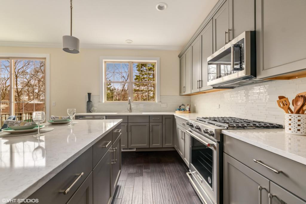 Elm Street Place Luxury Townhome Rentals Deerfield IL - Kitchen