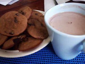 hot-chocolate-and-cookies