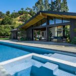 Actress Jennie Garth is Zipping Out of Her Custom Home