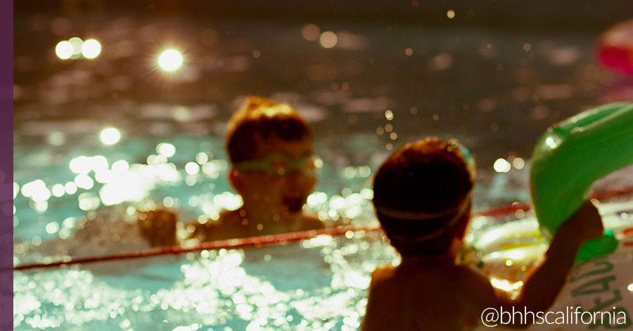 kids-playing-in-pool_safety-tips