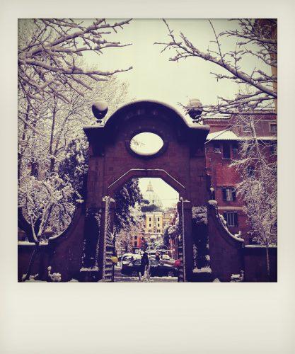 Neve a Roma: il Cupolone imbiancato