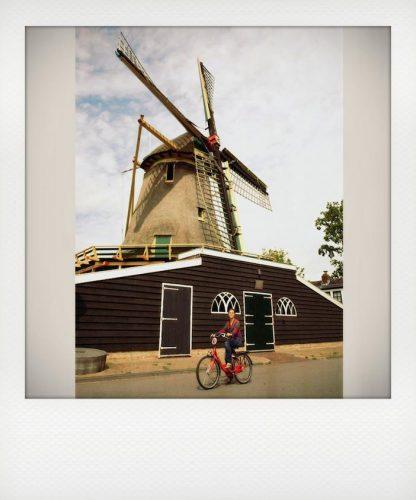 Amsterdam in bici tra i mulini a vento