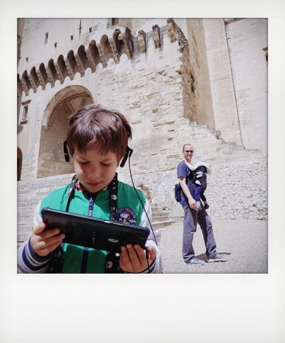 Bambino al Palazzo dei Papi di Avignone