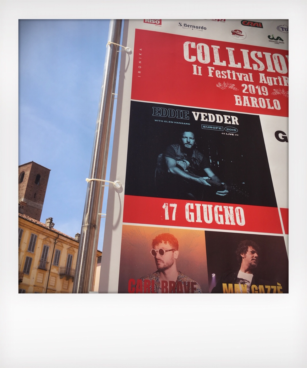 La bandiera rock del festival Collisioni a Barolo
