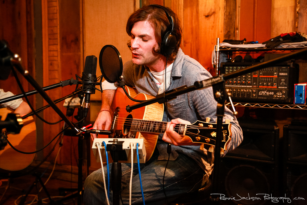 EXCLUSIVE SESSIONS: Un Chien at Big Acre // Photo by Ronnie Jackson