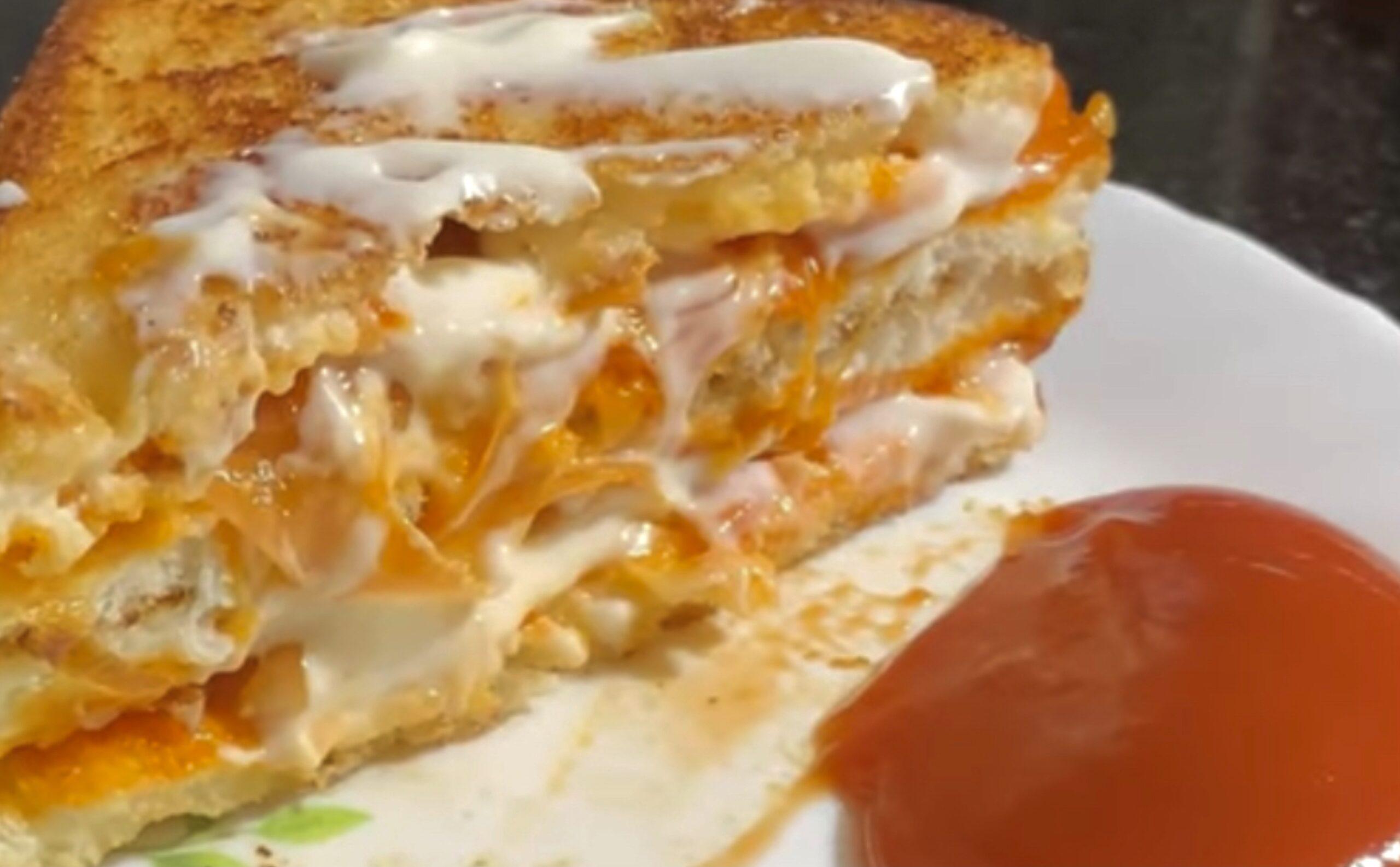 Sandwich-Crunchy-Onion-Tomato-Mayonnaise-Sandwich