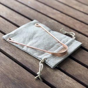 Copper tongue scraper with mini pouch