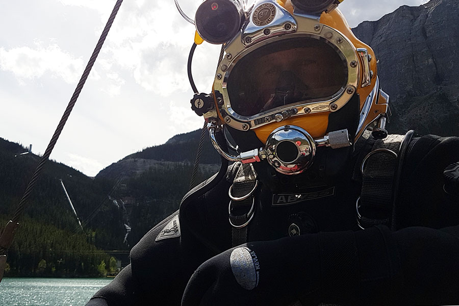 About Pan Dakota Dive Services - photo of diver at work