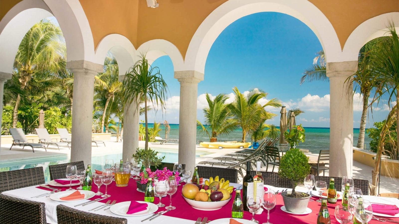 Rivera Maya Private Villa 2-table and beach view