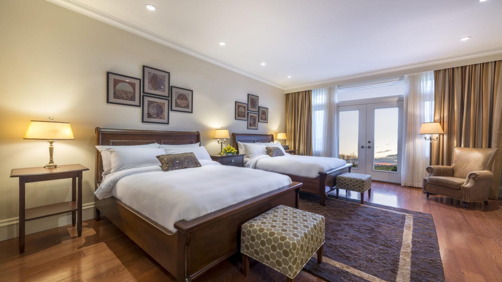 fox-harbr-resort-accommodation-studio-suite-large_27275787719_o
