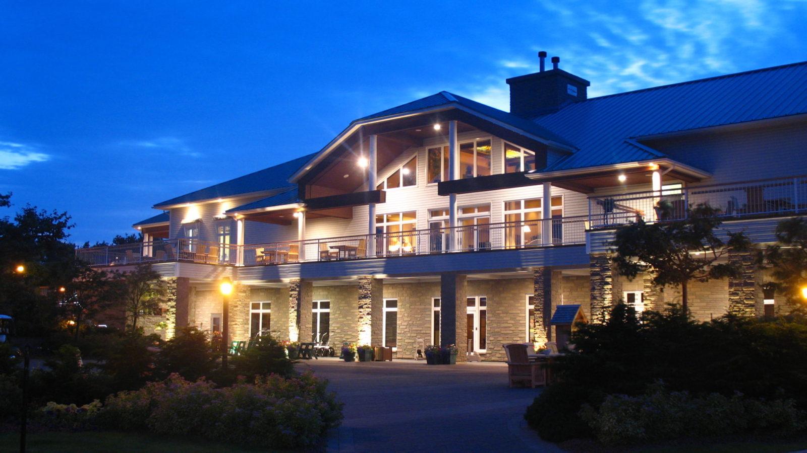 fox-harbr-resort-clubhouse-exterior-night_27275506919_o