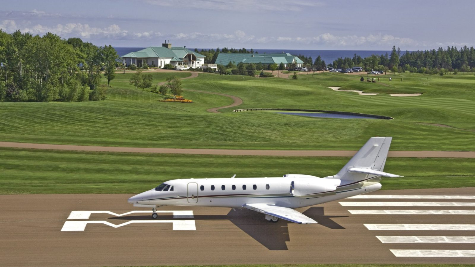 fox-harbr-resort-runway_24190775117_o