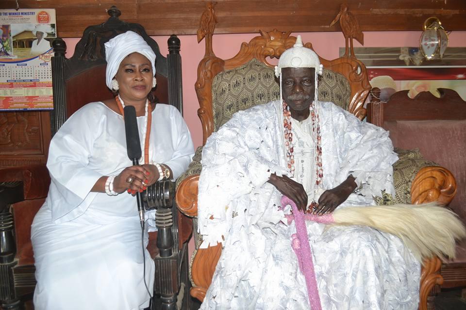 Oba Dr Francis Adedoyin the Ogunsua of Modakeke Olaogbin 1 with the Yeye Osun of Modakeke. MDK1.