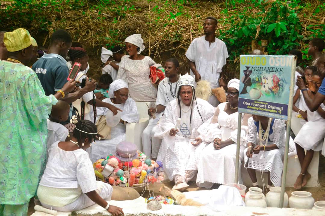 Towards the ending of the third month every year, the Yeye Osun of Modakeke hosts the FESTIVAL in her town.