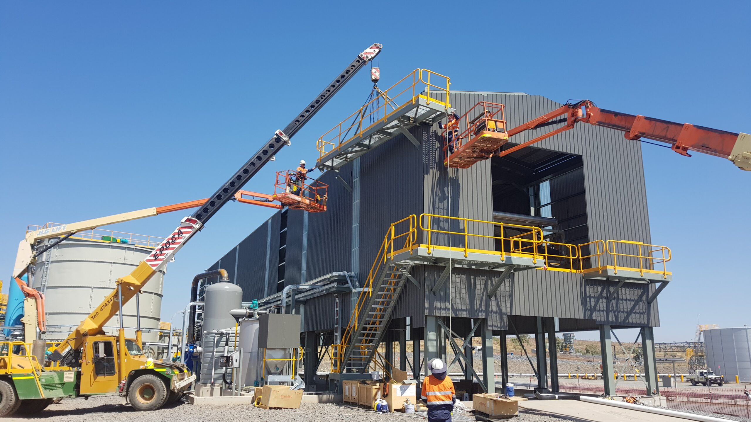 Dugald River SMP Installation 056 - Installing Top Platforms to Filter Building