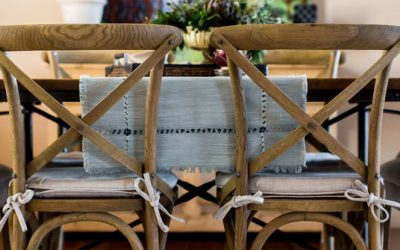 A rustic, chic mountain dining room