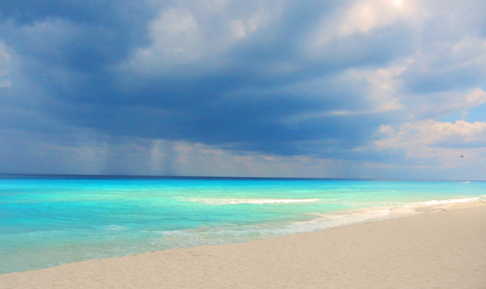 A view of the ocean before the storm in Cancun