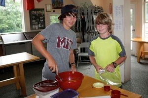 boys-mixing-donuts