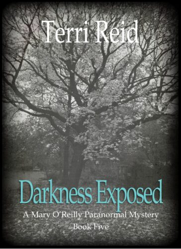 Book Cover: Darkness Exposed - A Mary O'Reilly Paranormal Mystery (Book 5)