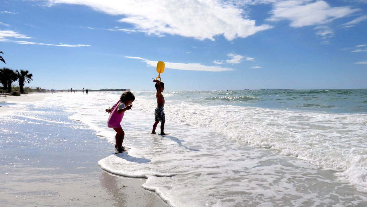 Fort de Soto Beach usually have very little wind and mild waves
