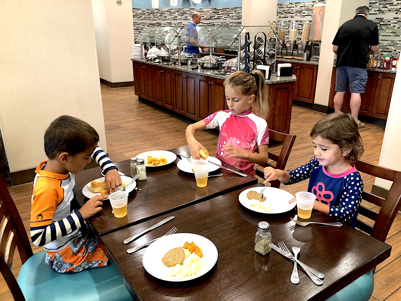 Drury Inn and Suites Gainesville Breakfast - 2-day itinerary for families in Gainesville, FL #gainesville #florida #tourofflorida #alachuacounty #gainesvilleFL #universityofflorida #UF #gogators #Gainesvillewithkids #gainesvilleitinerary