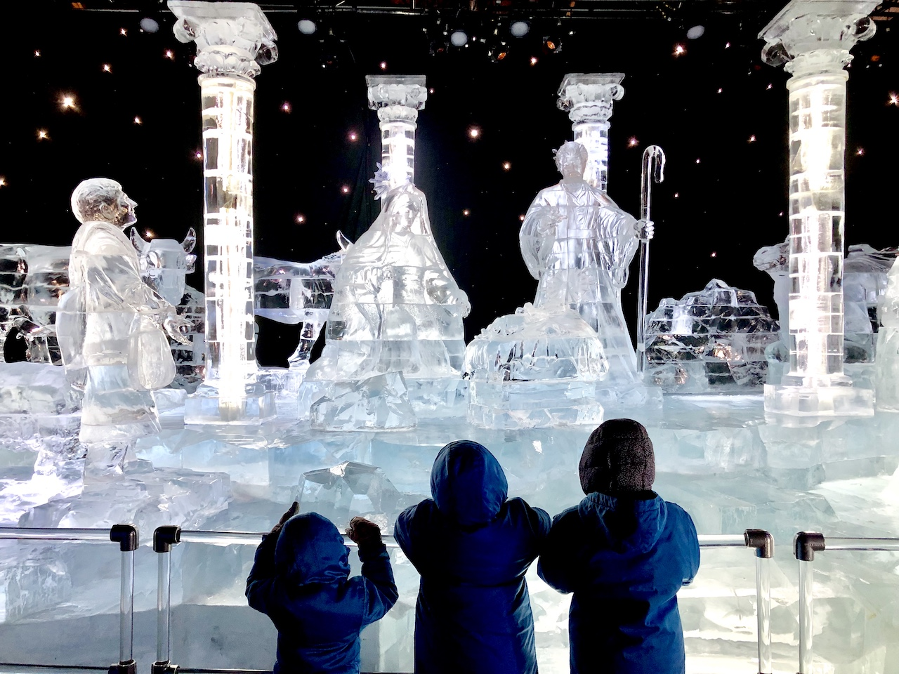 ICE! at Gaylord Palms - Experience True Cold in Orlando, FL | Snow and Ice in Orlando | Gaylord Palms Resort and Convention Center | Marriott Timeshare | #ICE #ICEatGaylordPalms #familytravel #travelwithkids #orlando #orlandoFL #VisitOrlando #orlandohotels #familyfriendlyhotel #hotelinOrlando #hotelnearDisneyWorld #icetubingOrlando