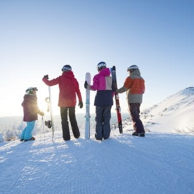 Plan Your Perfection Family Vacation to Lake Tahoe | Family Ski Vacation | Family Snow Trip | California Ski | #familytravel #skitravel #USski #skidestination #CaliforniaSki #LakeTahoe #SouthTahoe #TahoeSouth #SkiingwithKids #familyskivacation