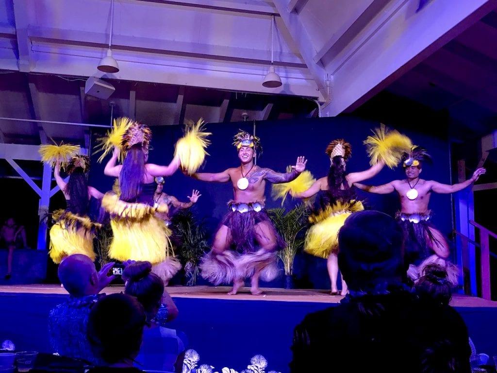 Toa Luau With Kids | Best family luau on Oahu, Hawaii | Best luau with kids | Hawaii with kids | Family activities in Hawaii | #familytravel #luau #hawaiianluau #oahufamilyactivities #toaluau #familytravelblog