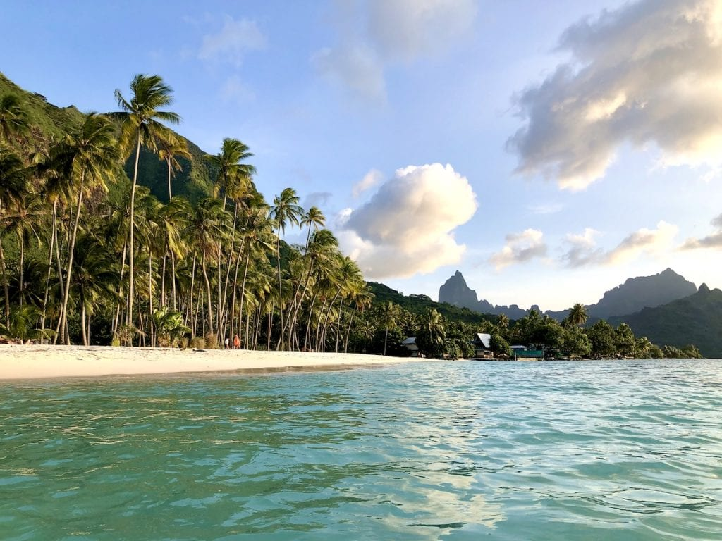 Moorea With Kids - A Family-Proof Travel Guide | Kids approved itinerary | Family vacation to Moorea | Moorea travel guide for families | Ferry to Moorea | Tahiti | French Polynesia | Where to go in French Polynesia | #moorea #frenchpolynesia #mooreawithkids #frenchpolynesiawithkids #travelguide #mooreatravelguide #familyfriendly #familytravel #familytravelguide