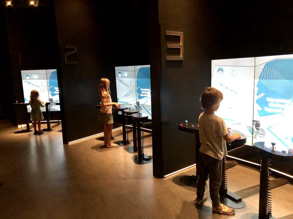What To Do In Canberra Kith Kids | Free things for families in Canberra, Australia | 7 free experiences in Canberra with kids | Australian Mint | Australian War Memorial | Canberra Museums | #canberra #canberraaustralia #canberrawithkids #australiawithkids #australiatravel #visitaustralia #familytravel