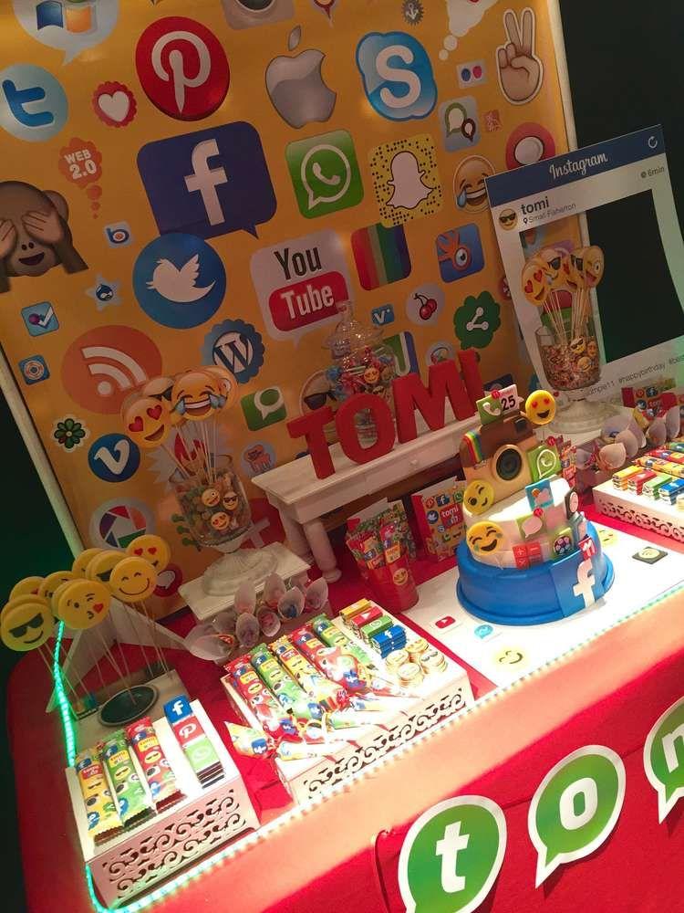 fiesta social media