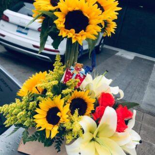 Arreglo con diversas flores