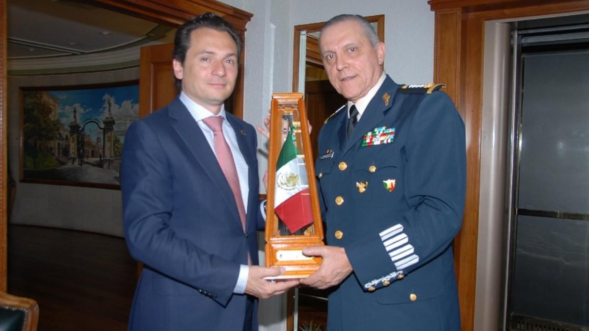Emilio Lozoya y el general Salvador Cienfuegos. Imagen marzo 2013