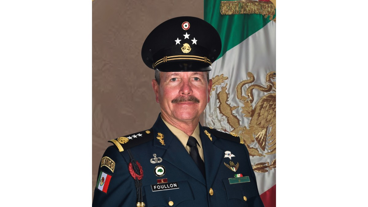 El general André Georges Foullon Van Lissum encabezará la columna del desfile militar 2020