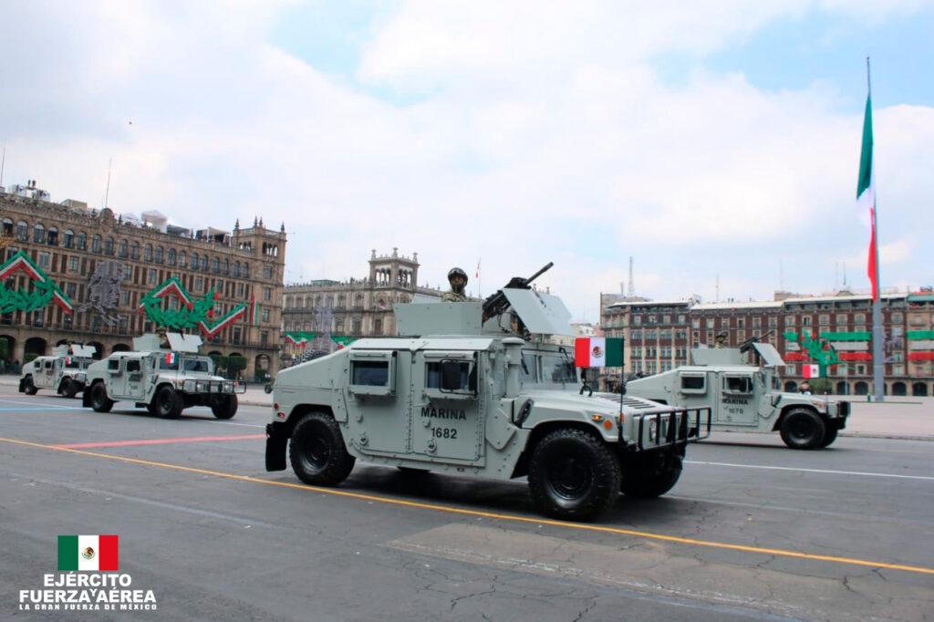 Vehículos de la SEMAR. Desfile militar