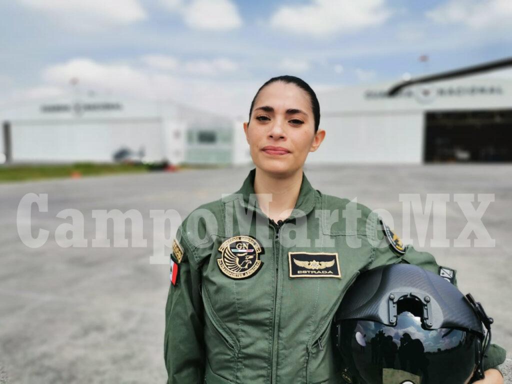 Capitana Emy Estrada, piloto Black Hawk UH-60M Guardia Nacional. Desfile militar 2020