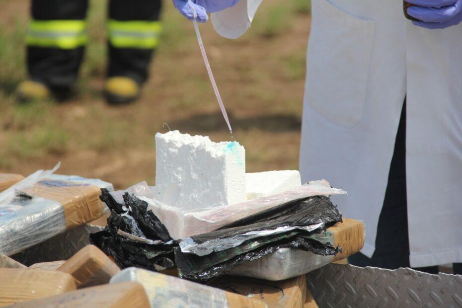 SEMAR media tonelada de cocaína incautada en Michoacán