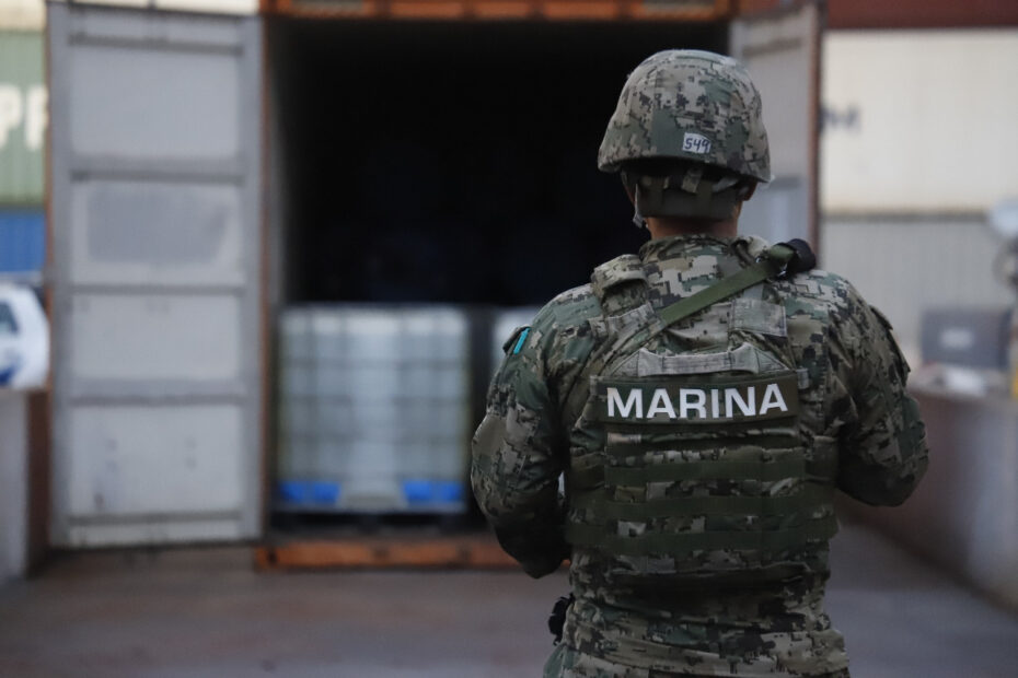 En Manzanillo, la SEMAR y FGR inactivaron sustancia para producir metanfetaminas