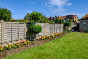 Neighbour-friendly fences