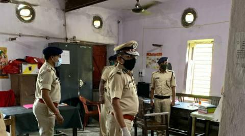 DGP arrives in Ara, inspects police line