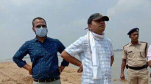 DM-inspecting-the-sand-ghat.jpg