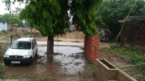भोजपुर में तेज आंधी-पानी से जनजीवन अस्त-व्यस्त