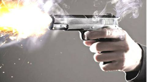 Firing between criminals and police in Ara, woman injured