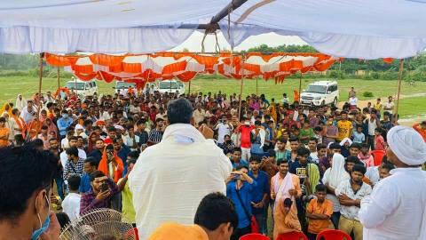 शहीद चंदन यादव के परिजनों से मिले जाप संरक्षक राजेश रंजन उर्फ पप्पू यादव