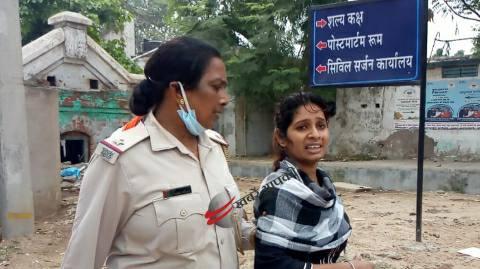 Woman-accused-in-police-arrest.jpg
