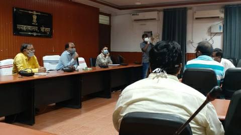 डीएम ने जिले के प्राइवेट चिकित्सकों के साथ कि समीक्षा बैठक