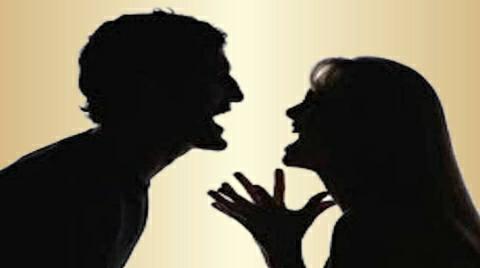 आम की गुठली फेंकने को लेकर महिला की पिटाई