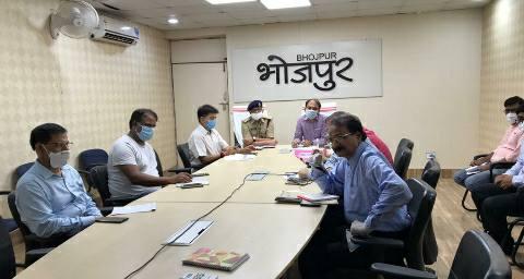 केंद्रीय मंत्री आरके सिंह ने कोविड-19 को लेकर की समीक्षात्मक बैठक