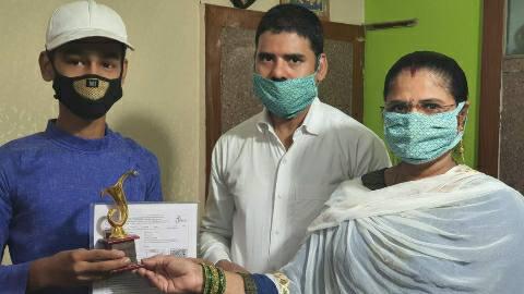 आरा में सफल छात्र-छात्राओं को किया गया सम्मानित